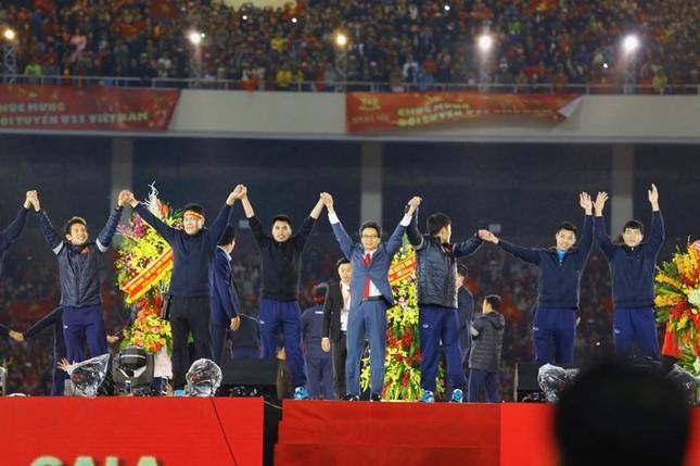 U23 Việt Nam hát 'Niềm tin chiến thắng' trên sân Mỹ Đình ảnh 23