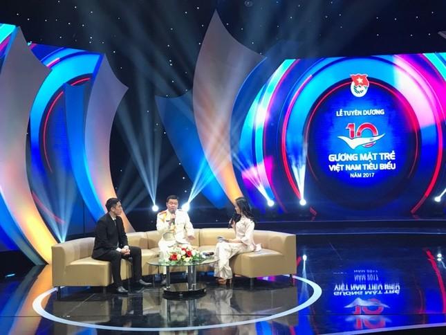 Thủ tướng trao giải thưởng Gương mặt trẻ Việt Nam tiêu biểu năm 2017 ảnh 14
