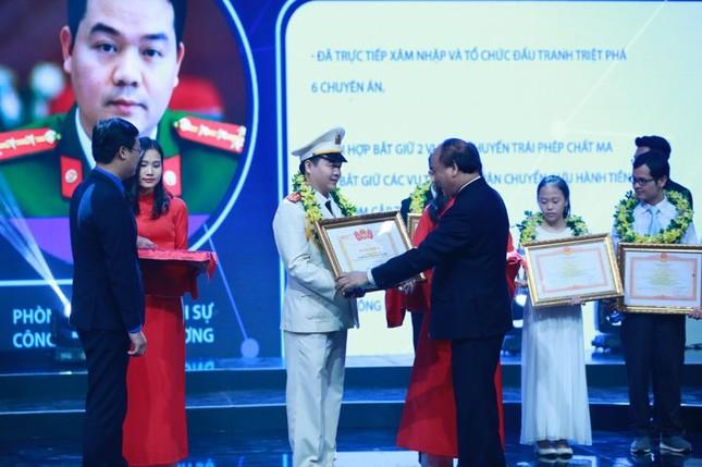 Thủ tướng trao giải thưởng Gương mặt trẻ Việt Nam tiêu biểu năm 2017 ảnh 40