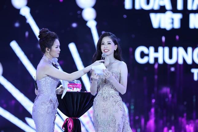 Cô gái 18 tuổi Trần Tiểu Vy đăng quang Hoa hậu Việt Nam 2018 ảnh 51