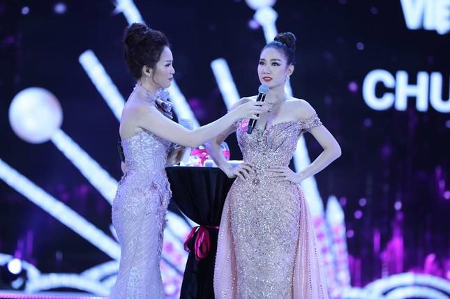 Cô gái 18 tuổi Trần Tiểu Vy đăng quang Hoa hậu Việt Nam 2018 ảnh 50
