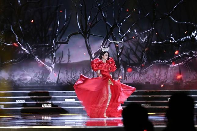 Cô gái 18 tuổi Trần Tiểu Vy đăng quang Hoa hậu Việt Nam 2018 ảnh 38