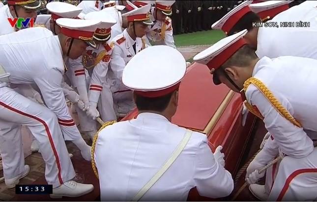 Chủ tịch nước Trần Đại Quang trở về đất mẹ ảnh 69