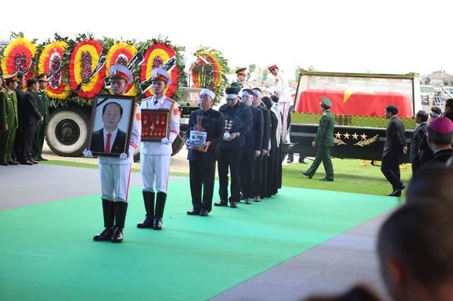 Chủ tịch nước Trần Đại Quang trở về đất mẹ ảnh 42