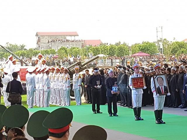 Chủ tịch nước Trần Đại Quang trở về đất mẹ ảnh 46