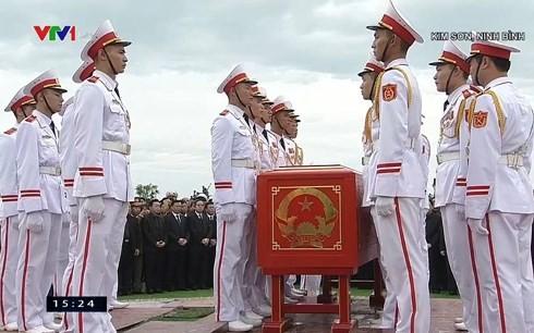 Chủ tịch nước Trần Đại Quang trở về đất mẹ ảnh 63