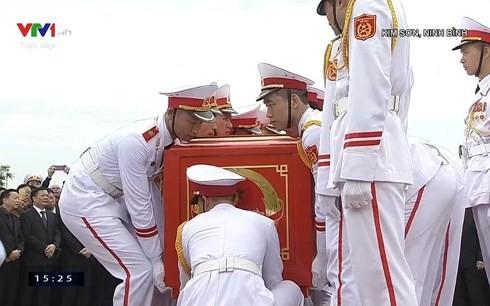 Chủ tịch nước Trần Đại Quang trở về đất mẹ ảnh 65