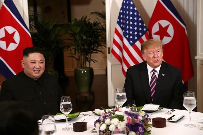 Bữa tối kết thúc, Tổng thống Trump và Chủ tịch Kim rời khách sạn Metropole ảnh 31