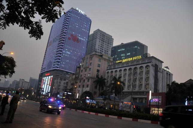 Bữa tối kết thúc, Tổng thống Trump và Chủ tịch Kim rời khách sạn Metropole ảnh 20