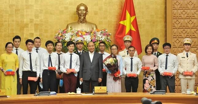 Tuyên dương 10 Gương mặt trẻ Việt Nam tiêu biểu năm 2019 ảnh 3