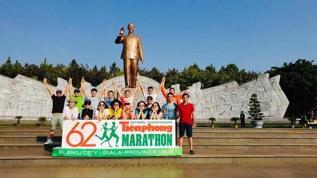 Tiền Phong Marathon 2021: Quảng trường Đại Đoàn Kết sôi động trước giờ G ảnh 15