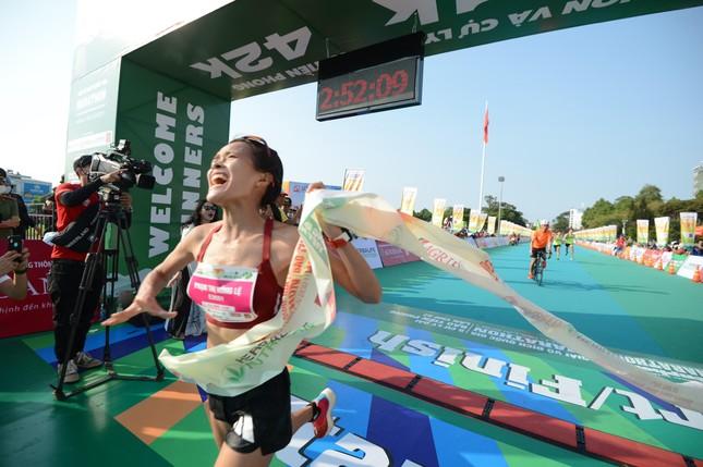 Hồng Lệ vô địch cự ly 42,195 km ảnh 14