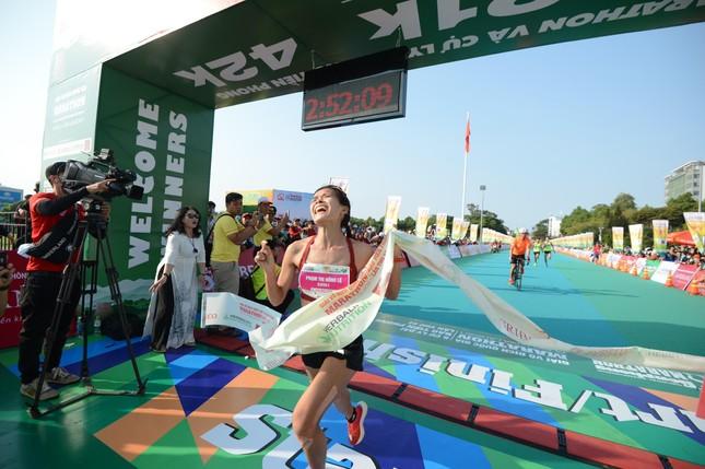 Hồng Lệ vô địch cự ly 42,195 km ảnh 13