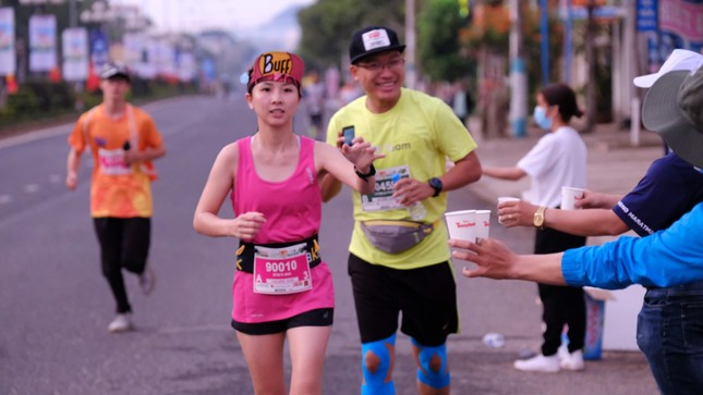 Hồng Lệ vô địch cự ly 42,195 km ảnh 94