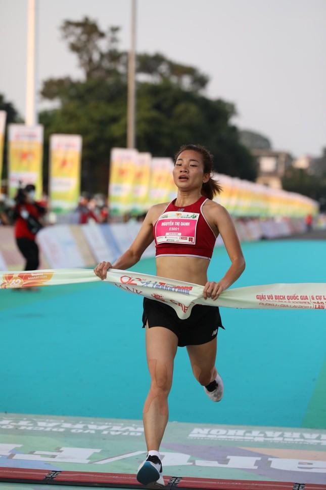 Hồng Lệ vô địch cự ly 42,195 km ảnh 53