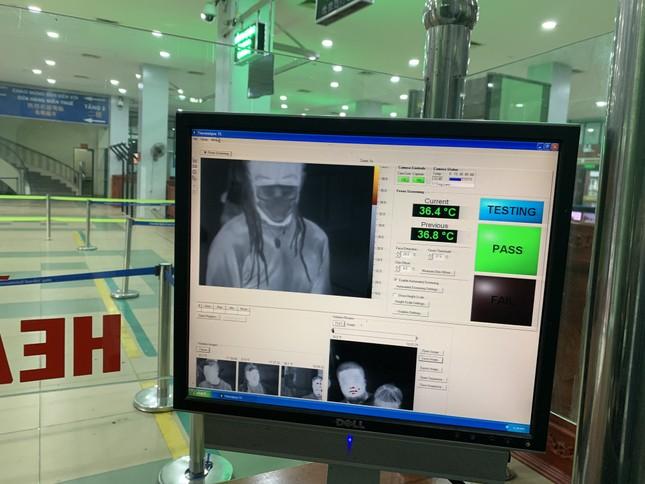 Kiểm tra thân nhiệt tất cả khách xuất nhập cảnh qua cửa khẩu Lào Cai ảnh 3