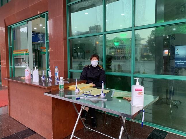 Kiểm tra thân nhiệt tất cả khách xuất nhập cảnh qua cửa khẩu Lào Cai ảnh 4