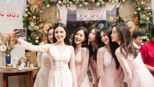 Những đám cưới đình đám Vbiz: Dàn bê tráp, khách mời toàn hoa hậu, á hậu ảnh 2