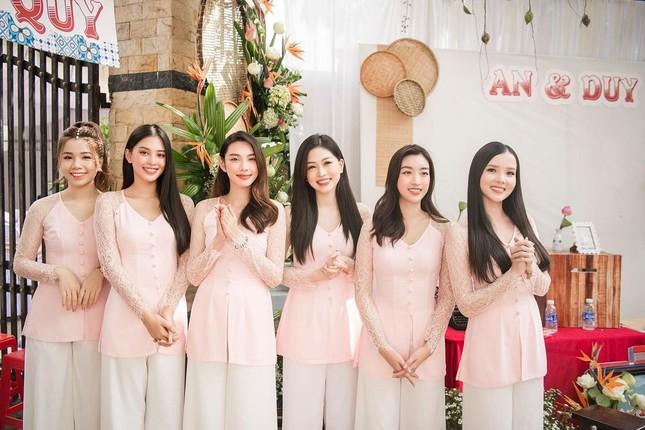 Những đám cưới đình đám Vbiz: Dàn bê tráp, khách mời toàn hoa hậu, á hậu ảnh 1