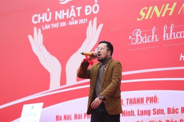 Hoa hậu Đỗ Thị Hà phấn khích cổ vũ hết mình rapper Rica ảnh 3