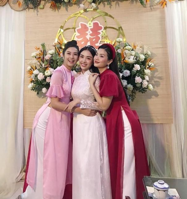 Những đám cưới đình đám Vbiz: Dàn bê tráp, khách mời toàn hoa hậu, á hậu ảnh 4
