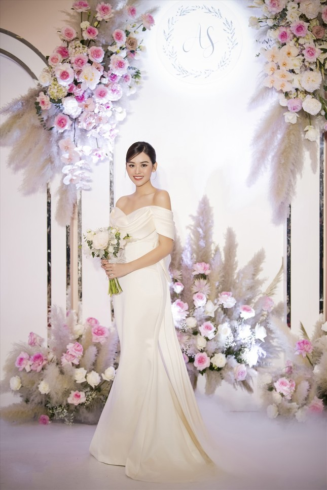 Những đám cưới đình đám Vbiz: Dàn bê tráp, khách mời toàn hoa hậu, á hậu ảnh 6