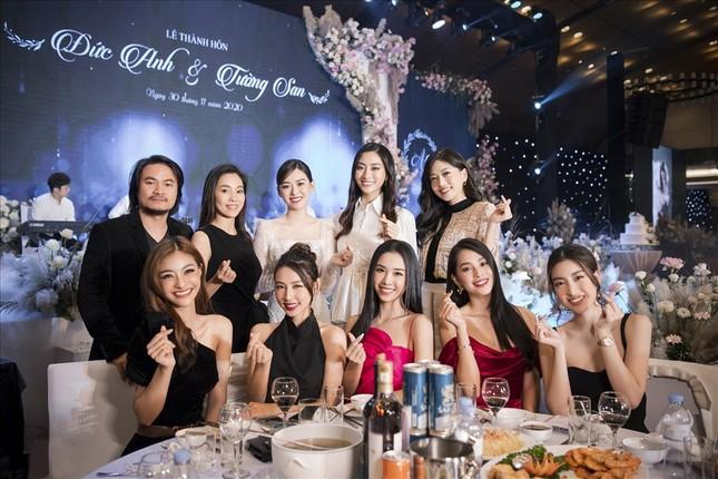 Những đám cưới đình đám Vbiz: Dàn bê tráp, khách mời toàn hoa hậu, á hậu ảnh 8