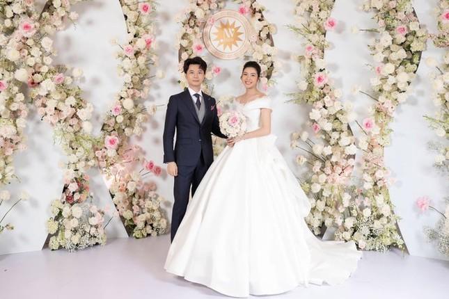 Những đám cưới đình đám Vbiz: Dàn bê tráp, khách mời toàn hoa hậu, á hậu ảnh 10