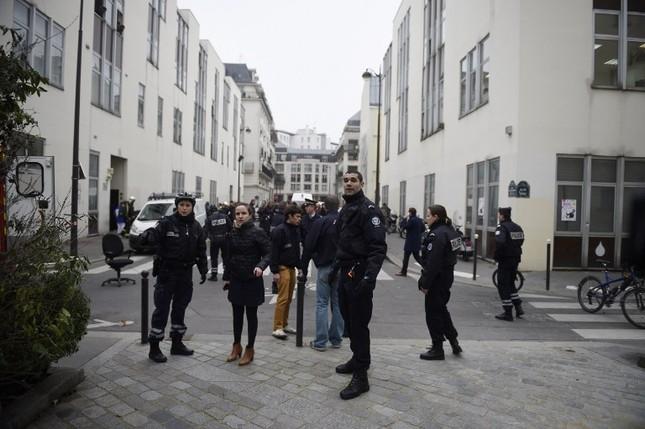 [ẢNH] Hiện trường vụ thảm sát kinh hoàng tòa báo ở Pháp ảnh 6