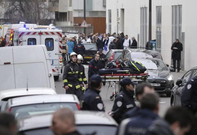[ẢNH] Hiện trường vụ thảm sát kinh hoàng tòa báo ở Pháp ảnh 7