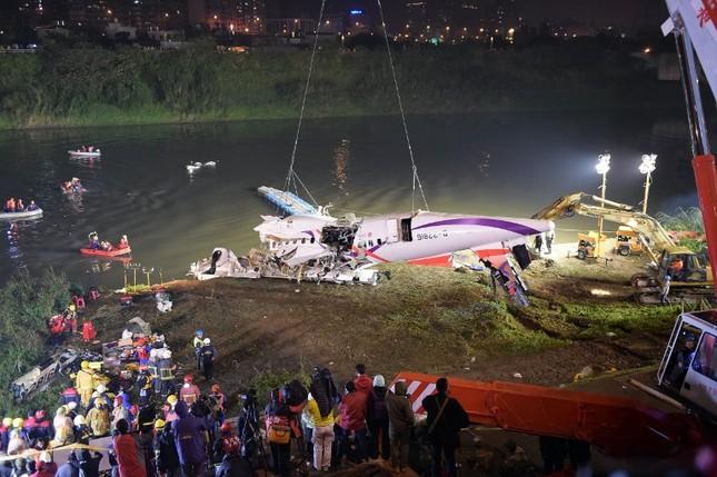 Máy bay Đài Loan cháy động cơ trước khi rơi xuống sông ảnh 5