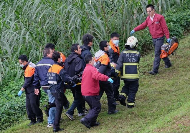 Máy bay Đài Loan cháy động cơ trước khi rơi xuống sông ảnh 8