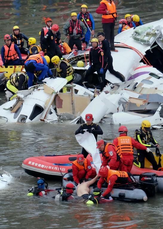 Máy bay Đài Loan cháy động cơ trước khi rơi xuống sông ảnh 10