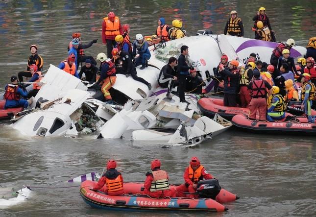 Máy bay Đài Loan cháy động cơ trước khi rơi xuống sông ảnh 2