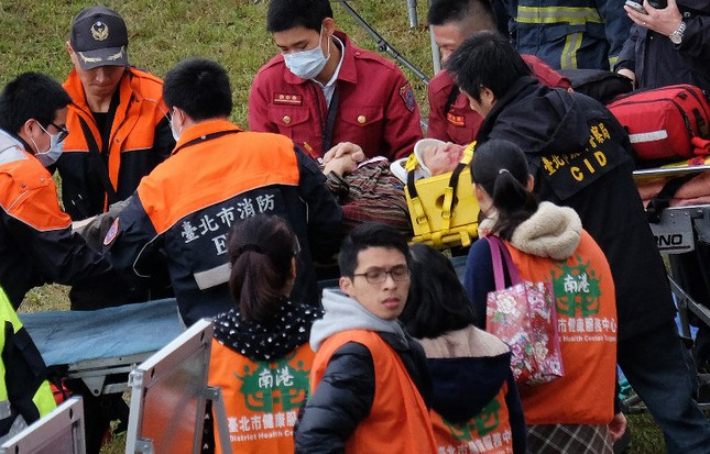 Máy bay Đài Loan cháy động cơ trước khi rơi xuống sông ảnh 4