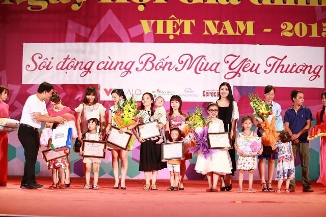 """Kỷ lục """"Cây có nhiều lời nhắn gửi yêu thương nhất Việt Nam"""" ảnh 5"""