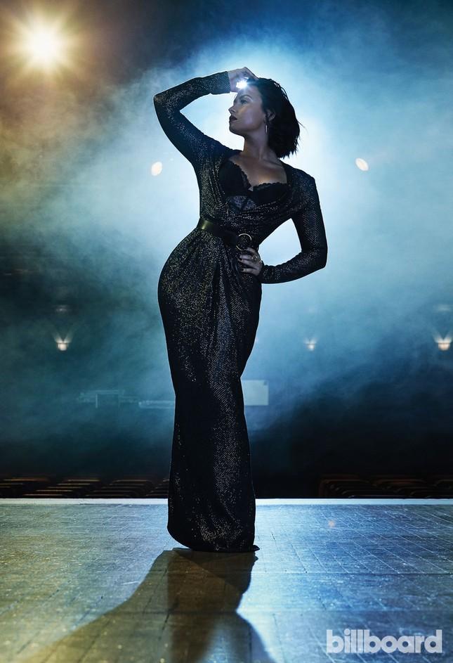 Đường cong nảy lửa của 'hoạ mi' Demi Lovato ảnh 7