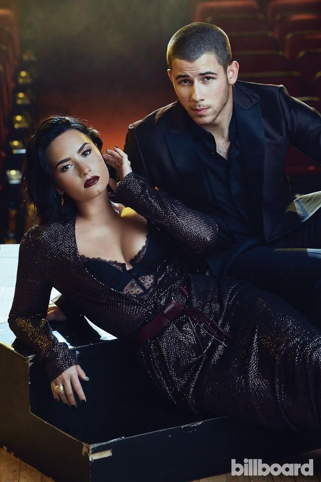 Đường cong nảy lửa của 'hoạ mi' Demi Lovato ảnh 8