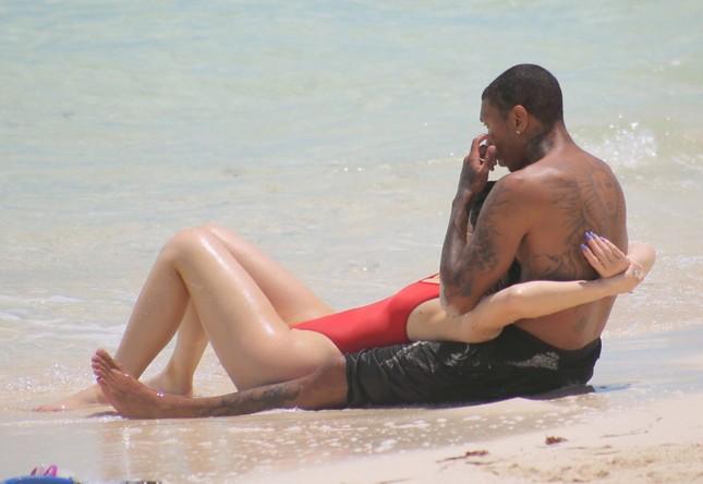 Kylie Jenner quá sexy, không ngừng tình tứ với bạn trai trên biển ảnh 3