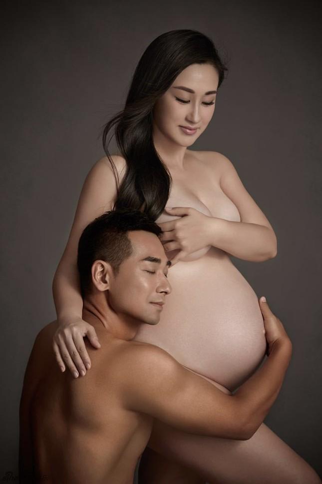 Triệu Văn Trác và vợ chụp ảnh nude khoe bụng bầu ảnh 1