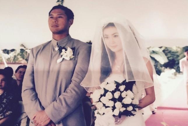 Ôn Bích Hà bất ngờ tung ảnh cưới để cảm ơn chồng ảnh 1