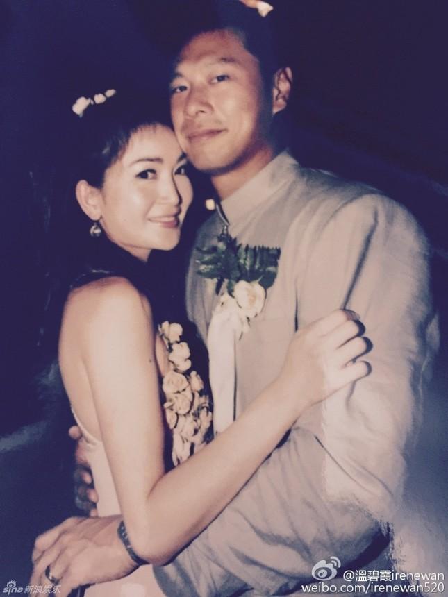 Ôn Bích Hà bất ngờ tung ảnh cưới để cảm ơn chồng ảnh 2