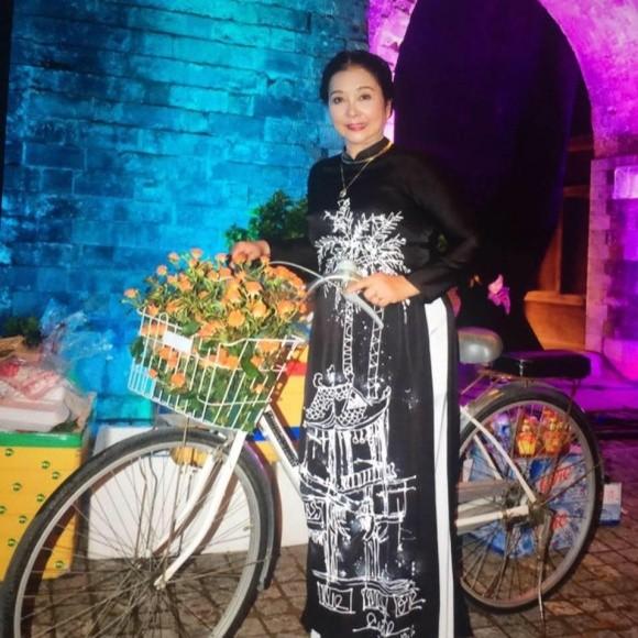 Ni cô Huyền Trang 'Biệt động Sài Gòn' sau gần 4 thập niên giờ ra sao? ảnh 6