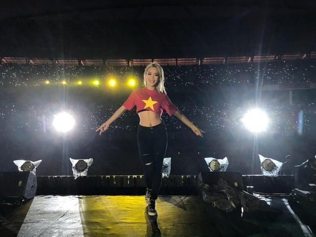 DJ King Lady 'tim muốn bay khỏi lồng ngực' khi chơi mở màn Gala mừng U23 ảnh 2