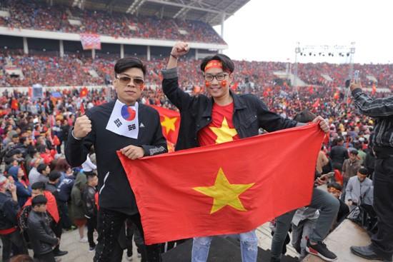 Trung ruồi, Minh tít 'khóc, cười' hết mình với U23 Việt Nam ảnh 7