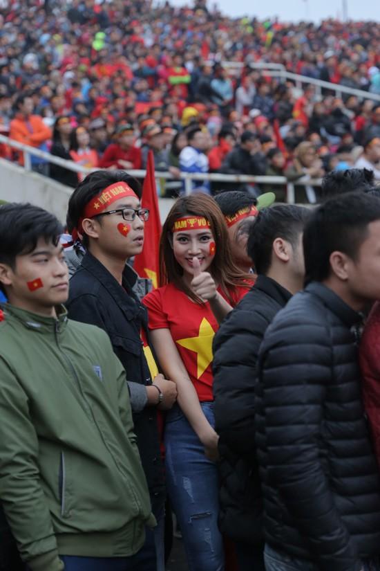 Trung ruồi, Minh tít 'khóc, cười' hết mình với U23 Việt Nam ảnh 3