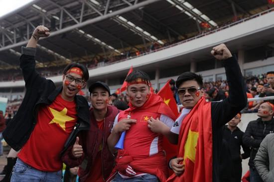 Trung ruồi, Minh tít 'khóc, cười' hết mình với U23 Việt Nam ảnh 8