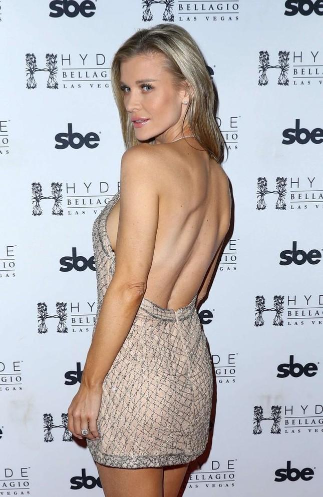 Người mẫu Playboy Joanna Krup diện đầm trễ nải khoe dáng nuột ảnh 2