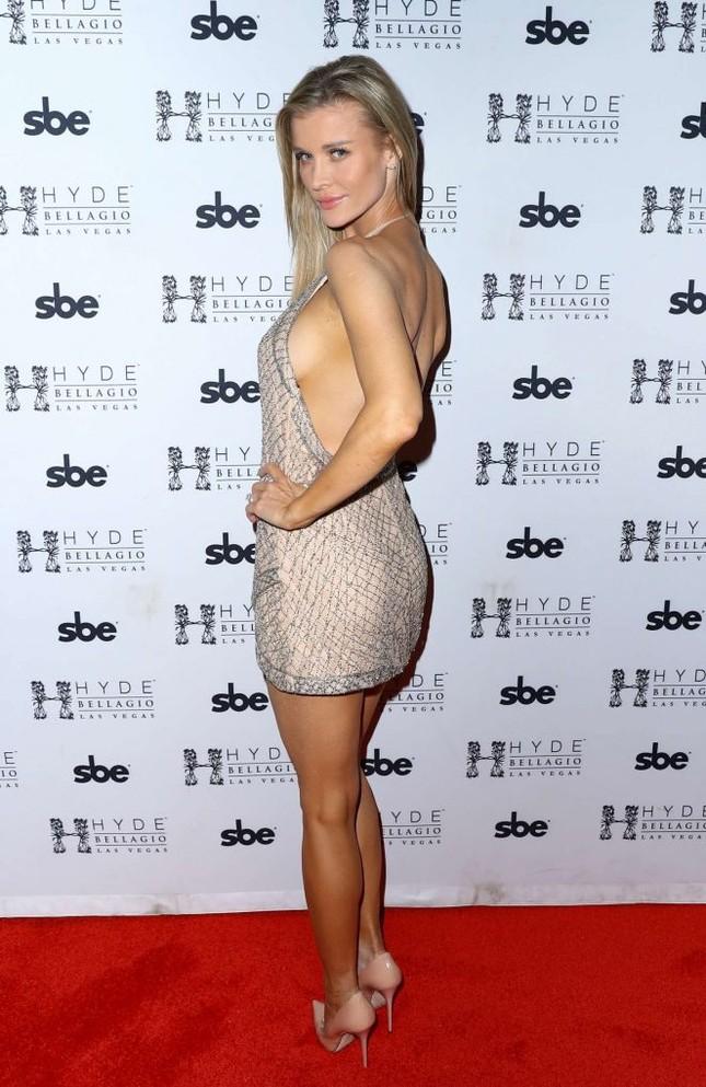 Người mẫu Playboy Joanna Krup diện đầm trễ nải khoe dáng nuột ảnh 5