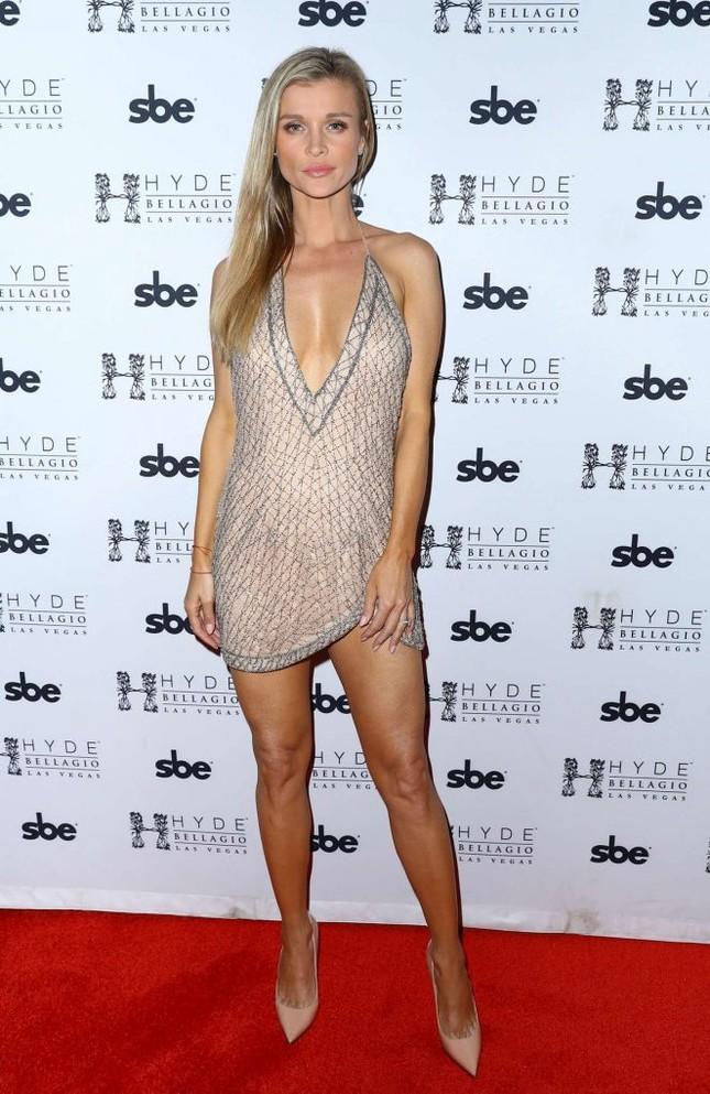 Người mẫu Playboy Joanna Krup diện đầm trễ nải khoe dáng nuột ảnh 6